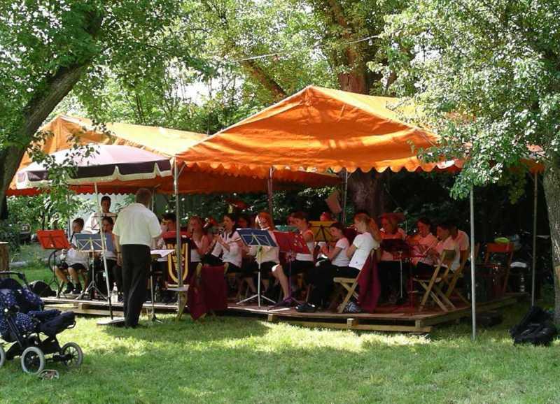 Waldfest bei 7 Linden 2004 mit Dirigent Burzlaff